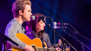 Hunter Hayes performing